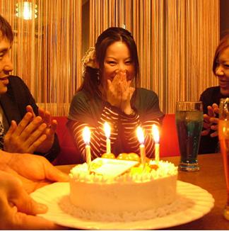 サプライズ記念日プラン料理7品&ホールケーキ付き♪<br>+1500円で飲み放題付きに変更可能!